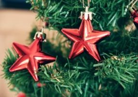 star-shape-decorations-on-christmas-tree